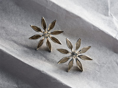 George Lifestyle, golden star, flower earrings