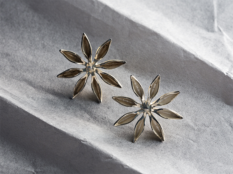 George Lifestyle, golden star, flower earrings